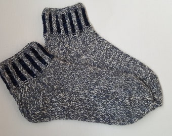 Hand Knitted Wool Socks -Patterned Mens Socks- Knitted Socks-Size Medium US10,5-11,EU44