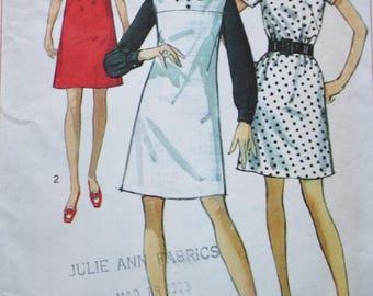 Simplicity 8036 /1960s Dress Vintage Sewing Pattern / High Round Neckline / Bust 34 Miss Petite