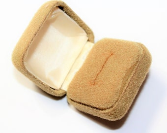 Coffee Coloured Ring Box, Fluffy Felt Fabric Covered Ring Box, Earrings Box (c1960s)