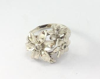 Nature Inspired Engagement Ring, Silver Flower Ring, Unique promise Ring For Her, Mothers Ring, Meaningful Anniversary Gift For Wife