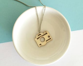Wooden camera necklace // Photographer gift // Laser cut wood necklace // Eco friendly jewelry // Vegan gift // Birthday gift necklace