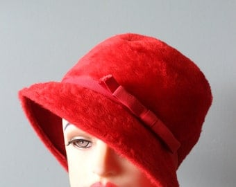 FREE Shipping vintage 50's Red Wool Hat Cloche Mod Cap Box Hat Glady's & Belle Pillbox hat