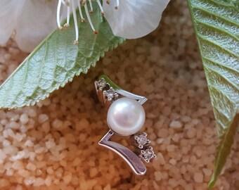 14K White Gold Pearl & Diamond Ring (st - 94)