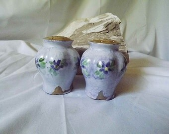 Salt And Pepper Shaker Set Purple Salt Pepper Shakers Lilac Shaker Set Urn Shaped Ceramic Shakers Purple Floral Wedding Gift 22kt Gold Trim