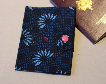 Protects Passport blue flowers with closure by pressure