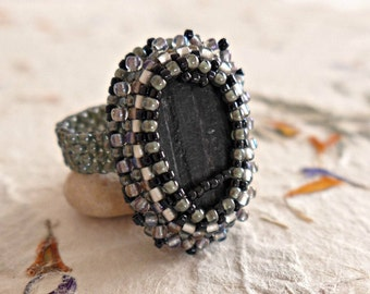 Black tourmaline ring, psychic protection, psychic attack protection, healing, healing ring, grounding, bead woven ring, large ring size.