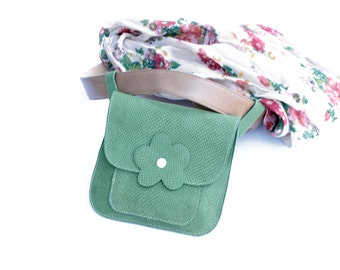 Green hip clutch, stylish and womanish, for your favorite belt; Hands free clutch; Gift for her