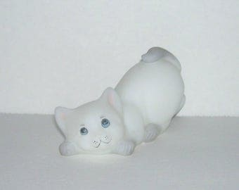 Fenton Glass White Gray Pouncing Crouching Cat Figurine