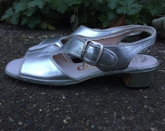 60s Silver Metallic Slingback Sandals. Donna's Air Foam Shoes. Womens Size 8.