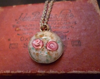 "Vintage flower pendant necklace - Stunning and unusual - 16"" chain"