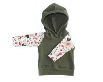 hoodie in floral + olive