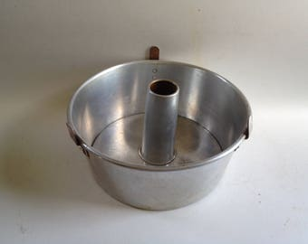 Vintage Mirro Angel Food Cake Pan Aluminum Two-Piece Retro Kitchen Rustic Decor