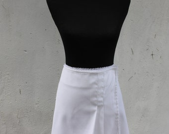 White mini tennis skirt - short white skirt - 90's clothes - sporty wrap around skirt - 90's fashion