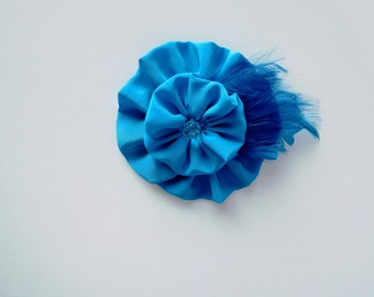Silk accessory pin with feathers