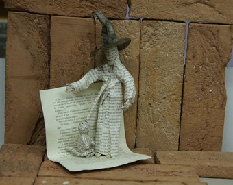 Minerva McGonagall (Minerva McGonagall) paper statuette