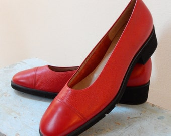 70s Mod Salvatore Ferragamo Slip On Pumps Classic Low Heel Pebbled Red Leather Black Lugged Sole Gorgeous