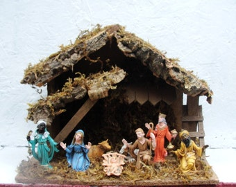Nativity Scene, Nice Medium-Sized Manger with a Unique Set Up and Good Looking Figures