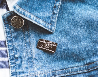 RANGEFINDER CLUB enamel pin - for analog photography 35mm film lovers