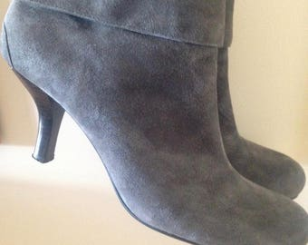 Now On Sale Vintage Leather Grey Ankle Boots // Suede Boots, Mod Girl boots, hipster, women's boots, 80s designer boots, size 9 M