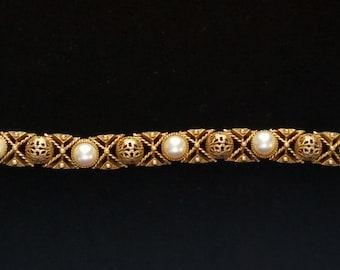 Exquisite Pearl Ornate Florenza Bracelet
