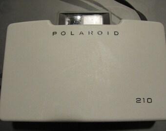 Vintage Polaroid Automtic 210 Land Camera