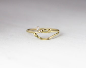 18kt gold and diamond ring, engagement ring, 18kt gold thread ring, elegant ring, yellow gold.
