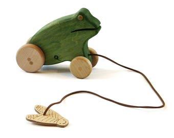 Wooden pull frog