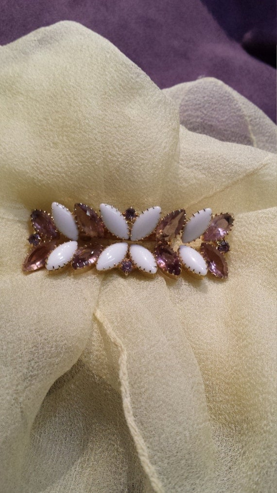 Vintage pinkish-purple and white gold brooch