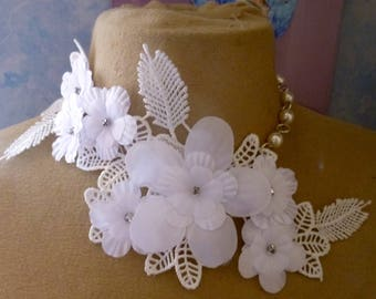 sublime white flower and lace collar