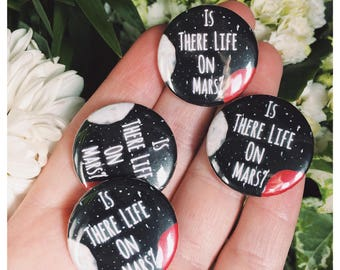 "David Bowie Lyrics ""Is There Life On Mars?"" 25mm Button Badge"