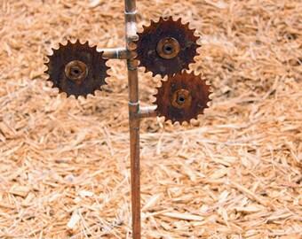 3 gear garden art