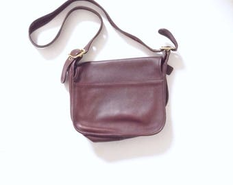 Vintage coach bag. Minimalist Retro coach bag. All leather coffee brown, Leather crossbody bag from COACH.