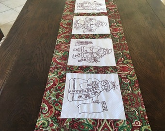 Christmas Table Runner Here Comes Santa REDUCED