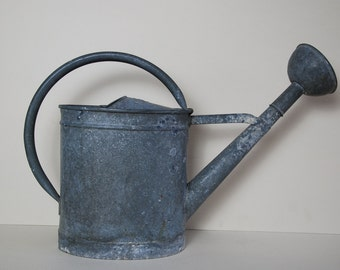 Vintage French zinc watering can, beautiful shape in vintage condition, with some rust. Nice rose for spraying. Country garden .