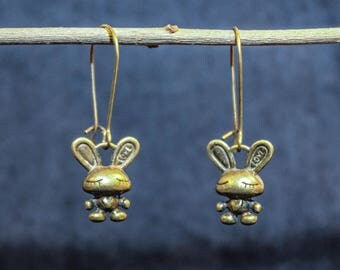 Sweet earrings with bronze hares
