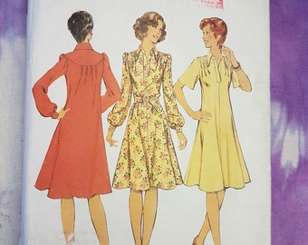 Style 1077 Smock Style Dress with or without Belt 1970s Womens Vintage Sewing Pattern Size 10