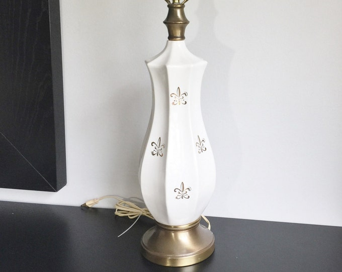 Mid Century White and Gold Table Lamp, Fleur De Lis Decor, Ceramic and Brass Living Room Lamp, French Country Decor, Hollywood Regency