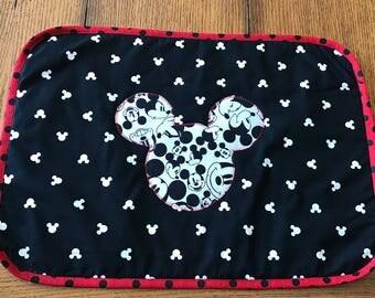 Micke Minnie Mouse reversible applique place mat