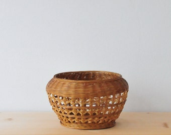 Vintage Straw Basket, Roud Shape Rattan Basket, Woven Basket, small bamboo basket