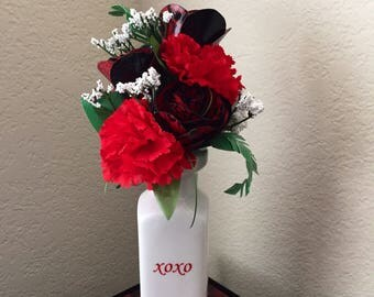 Beautiful duct tape rose arrangment with dragon print petals