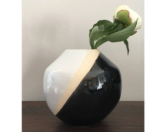 Ceramic Flower Vase, Round Vase, Black and White Vase, Wedding Gifts, Unique Wedding Gifts, Home Decor