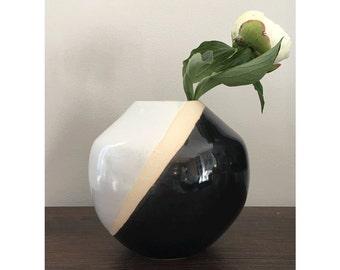 Ceramic Flower Vase, Round Vase, Black and White Vase, Wedding Gifts, Unique Wedding Gifts, Home Decor