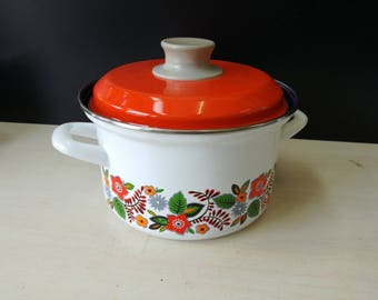 Flowered enamel cooking pan