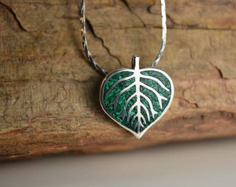 Sterling Silver Navajo Designed Aspen Leaf Pendant With Crushed Green Malachite