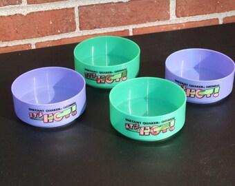Vintage Set of 4 Plastic Quaker Oats Color-Changing Bowls