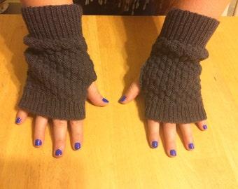 Knitted fingerless mittens