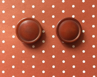 """Vintage 2 Rust Brown Round Buttons 3/4"""" Plastic"""