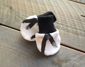 Baby No Scratch Mittens Modern Monochrome V, Infant Mittens Black and White, Newborn Mittens Modern