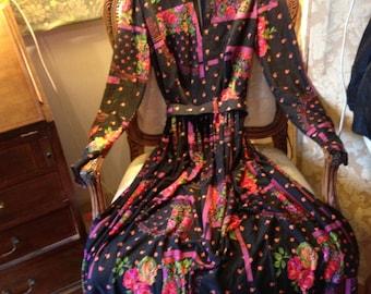 Horrockses 70's winter weigh keyhole neck dress.. 38 bustx29x58 length. Belt.
