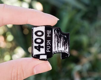 "ISO "" 400 Film - Push me "" pin - for analog 35mm film lovers"